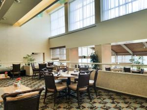 A restaurant or other place to eat at Omni Corpus Christi Hotel