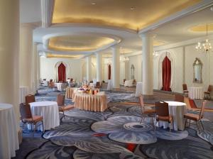 A restaurant or other place to eat at Omni Shoreham Hotel