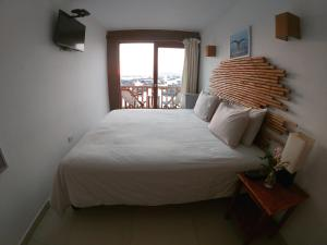 A bed or beds in a room at Bamboo Lodge Paracas