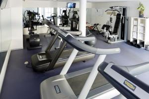 Das Fitnesscenter und/oder die Fitnesseinrichtungen in der Unterkunft Novotel München City