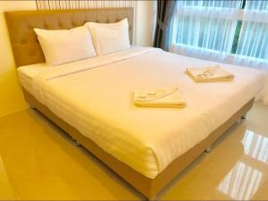 A bed or beds in a room at The Royal Place Condominium 3 Phuket