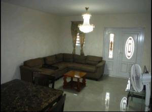 Uma área de estar em Dae Residence