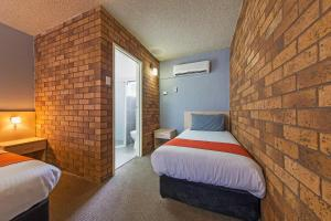 A bed or beds in a room at Comfort Inn Dubbo City