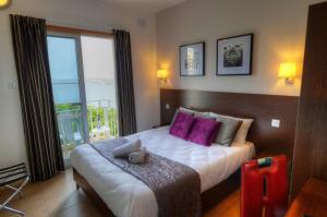 Кровать или кровати в номере Carlton Hotel
