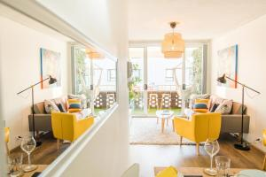 A restaurant or other place to eat at STYLISH BEST SPOT OCEAN VIEW - Bondi Beach