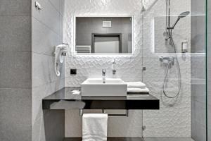 Un baño de Hotel Number One by Grano