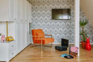 A television and/or entertainment centre at Max Brown Hotel Ku'damm
