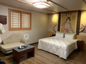 A bed or beds in a room at MS Motel