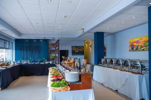 A restaurant or other place to eat at Hotel des Mille Collines