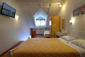 Ein Bett oder Betten in einem Zimmer der Unterkunft Valentino Corfu