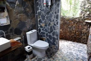 A bathroom at Khao Sok Nature Resort