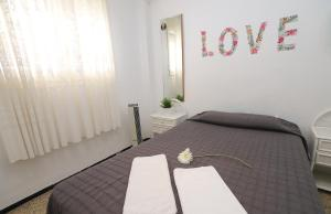 A bed or beds in a room at La Sirena