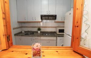 A kitchen or kitchenette at La Sirena