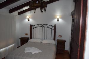 A bed or beds in a room at La Posada de Alcudia
