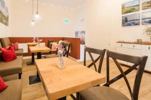 Ein Restaurant oder anderes Speiselokal in der Unterkunft Schäfers Hotel