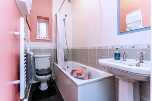 A bathroom at The Ravensbourne Hotel