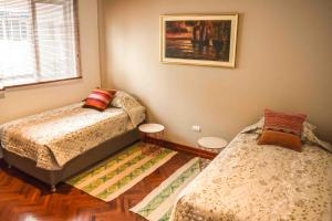 A bed or beds in a room at Figari Guest House