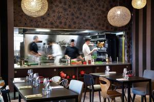Restaurant ou autre lieu de restauration dans l'établissement Best Western Plus Hôtel Isidore