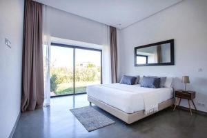 A bed or beds in a room at Villa Amelkis Golf