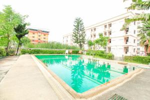 The swimming pool at or near OYO 376 Ok Home Airport