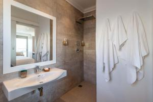 A bathroom at Oceans Guest House & Luxurious Apartments