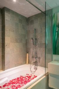A bathroom at EDEN Hotel Kuta Bali