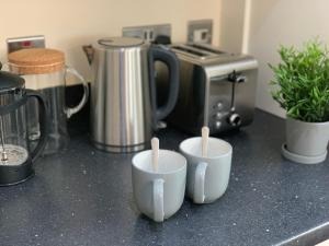 Coffee and tea-making facilities at Stunning High-Spec House