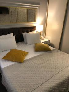 A bed or beds in a room at Hotel Fantasy