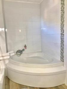 A bathroom at Le Golfe