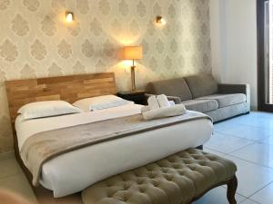 A bed or beds in a room at Le Golfe
