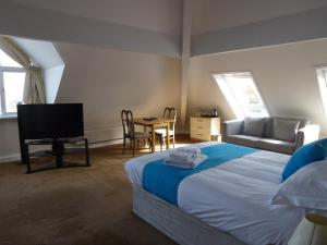 A bed or beds in a room at Boathouse Hotel
