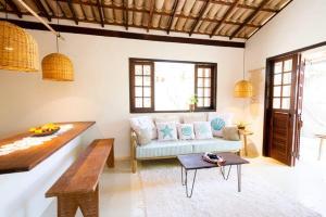 A seating area at Casa Mariane Trancoso