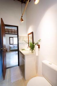 A bathroom at Casa Mariane Trancoso