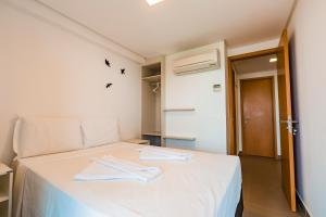 A bed or beds in a room at Macuco Residence