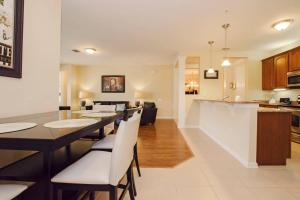 A kitchen or kitchenette at Vista Cay Luxury 2 bedroom condo (#3097)