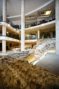 The lounge or bar area at Arena Di Serdica Hotel