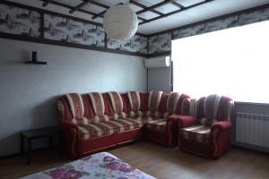 A seating area at Domashnaya Gostinitsa Apartments on Radischeva Street 100