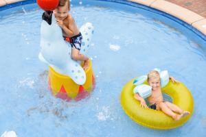 Het zwembad bij of vlak bij RCN Vakantiepark de Schotsman Bungalow de Bevelander