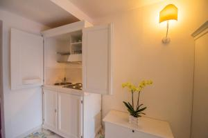 A kitchen or kitchenette at Hotel Residence Villa San Giovanni
