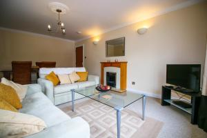 A seating area at Turnberry Apartments