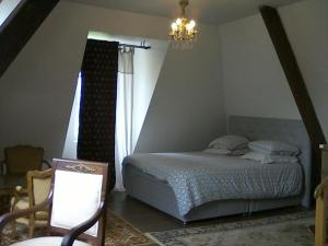 A bed or beds in a room at Château De Bellevue