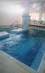A piscina localizada em Braston Indaiatuba ou nos arredores