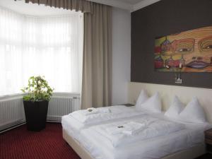 Ein Bett oder Betten in einem Zimmer der Unterkunft Stadthotel Hauser Eck
