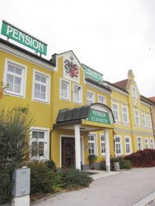 Das Gebäude in dem sich die Pension befindet