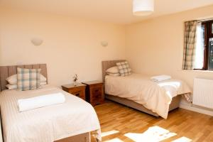 A bed or beds in a room at The Black Horse Inn