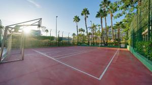Tennis- en/of squashfaciliteiten bij BULL Eugenia Victoria & SPA of in de buurt