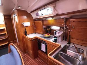Küche/Küchenzeile in der Unterkunft Yacht and the City
