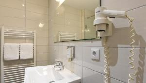 A bathroom at Hotel Am Spichernplatz