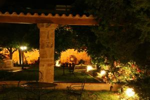 A garden outside Hotel El Convent 1613
