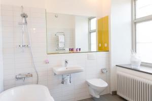 Ett badrum på Rosersbergs Slottshotell